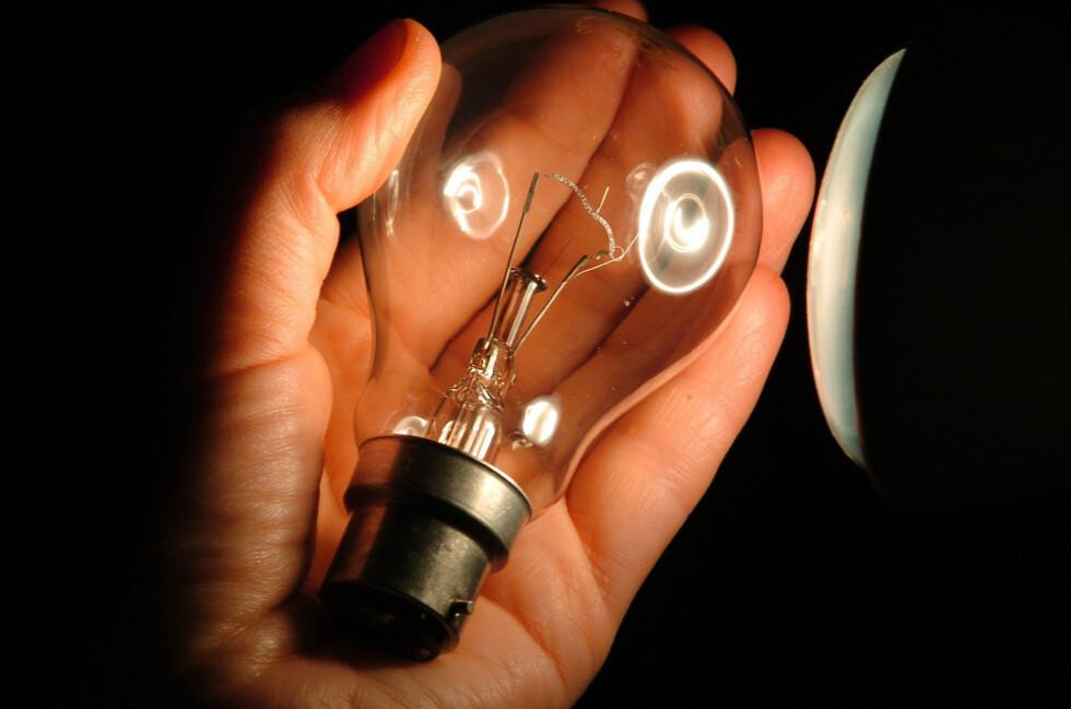 Lyspærer som disse, i 100 watts styrke, forsvinner allerede fra nyåret fra EUs butikker. Foto: Colourbox.com