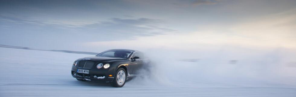 Det krever sin sjåfør å tøyle 610 hestekrefter på glattisen ... Foto: Bentley