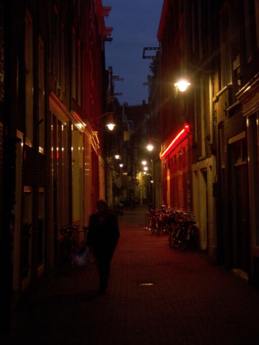 Amsterdams red light district er en turistattraksjon i seg selv. Det vil ikke forsvinne helt, selv etter oppryddingen. Foto: Electra Stavrou