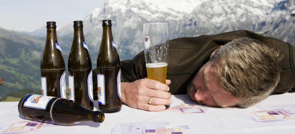 Dette øker risikoen for slag betraktelig, selv om du ikke drikker mye til vanlig. Foto: Colourbox