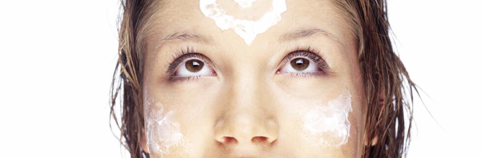 Få sterk og sunn hud med hjemmelaget hudskrubb av salt og bakepulver.  Foto: Colourbox