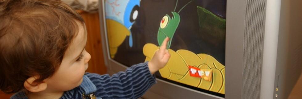 3-åringer som bruker mer enn åtte timer foran tv-skjermen i uka, har betydelig større risiko for å bli overvektig i sjuårsalderen.   Foto: Colourbox
