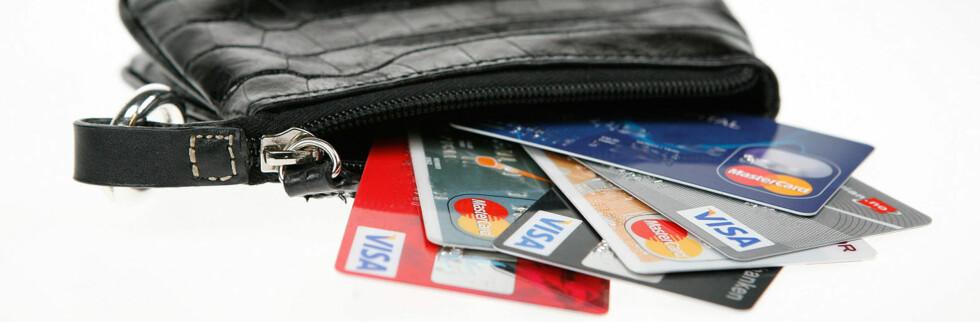 Midt oppe i julestri og finanskrise prøver noen å selge deg kredittkort over telefonen. Foto: Per Ervland