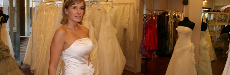 Husker du at vi bestilte brudekjole fra Alibaba.com? Nå har vi prøvd den. Foto: Synne Hellum Marschhäuser