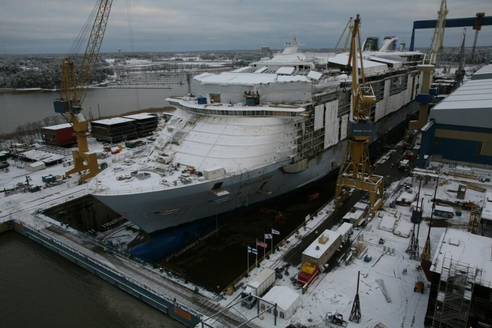 Oasis of the Seas ligger i dokken i Turku i Finland. Foto: Simon Brooke-Webb/sbw-photo