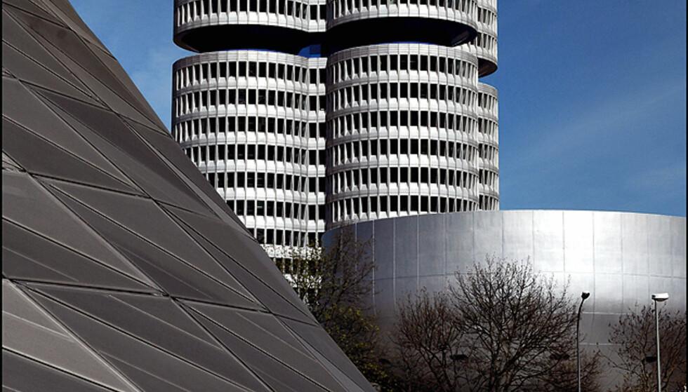 Designstudien foran BMWs hovedkvarter i München