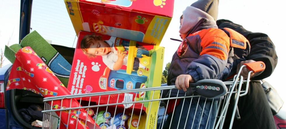 Julehandlen kan gå på helsa løs, viser ny studie. Foto: colourbox.com