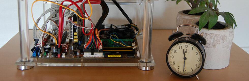 Slik ser den altså ut, den lydløse PCen vi har bygd. Litt utenom det vanlige, rent utseendemessig, kanskje?