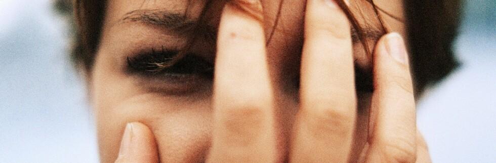 Flere undersøkelser viser at stadig flere sliter med paranoia.   Foto: Colourbox
