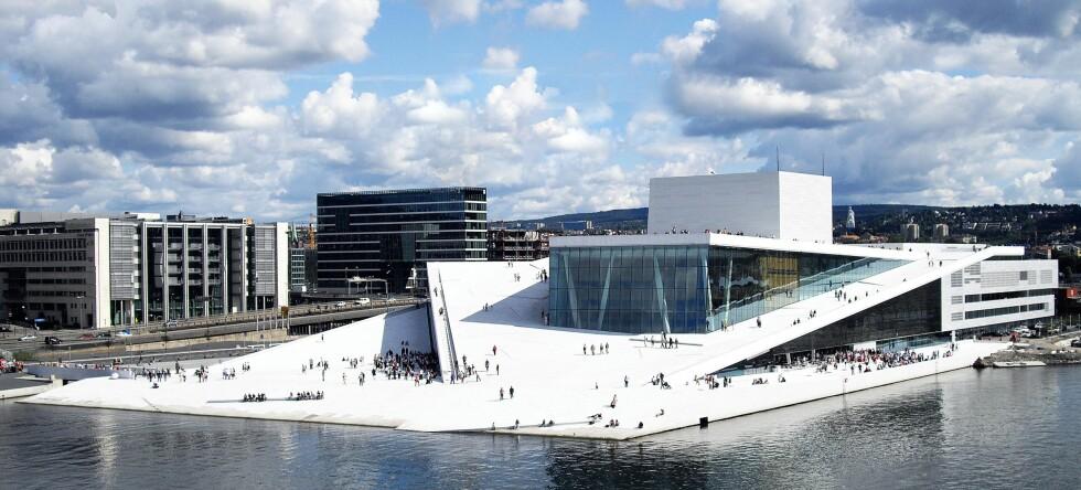 Seks av ti DinSide-lesere mener at den nye Operaen i Bjørvika fortjener status som Oslos nye landemerke.  Foto: Birdseyepix.com/Christopher Ha