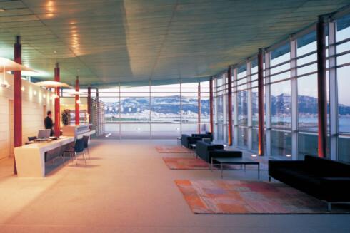 Resepsjonen og hele hotellet domineres av mye glass. Foto: Christian Michel/Accor Hotels