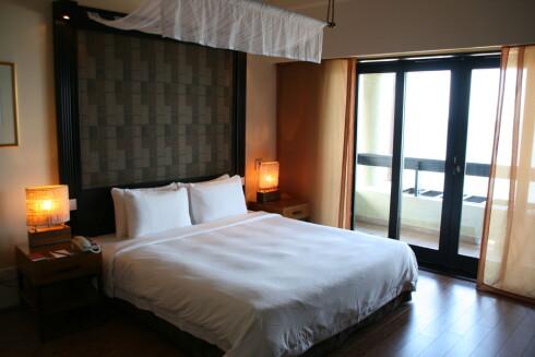 Rommene på hotellet er flotte og moderne - men inspirert av tradisjonell malaysisk stil. Foto: Stine Okkelmo