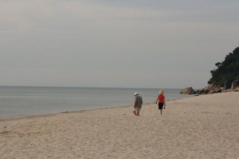 Stranda nedenfor hotellet er full av hvit, finkornet sand. Foto: Stine Okkelmo