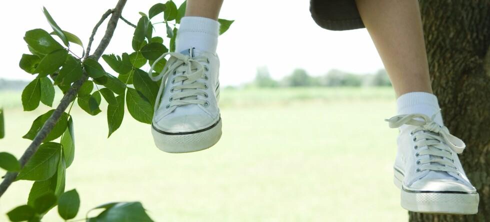 90 prosent av barna i undersøkelsen hadde begynnende fotskader. De hadde brukt stort sett vanlige sko ... Foto: Colourbox