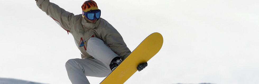 Det er penger å spare på vinterutstyret hvis du tar deg tid til å sammenligne priser.  Foto: colourbox.com