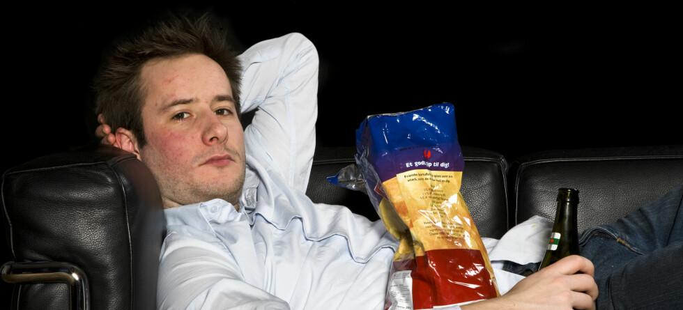 Vanskelig å komme opp av sofaen? Du bør se nærmere på vanene dine hvis du sliter med å gå ned i vekt.   Foto: colourbox.com