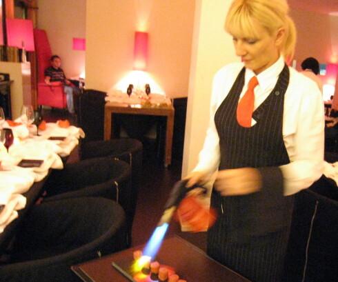Noe av maten tilberedes i restauranten foran kundene. Foto: Astrid Mannion
