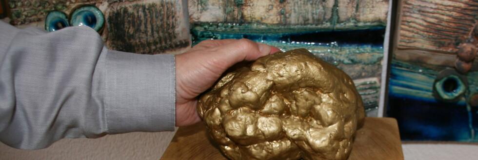 Avstøpning av Giancarlo Zigantes hvite trøffel på 1.3 kilo. Denne kan du se i inngangspartiet av restauranten. Foto: Astrid Mannion