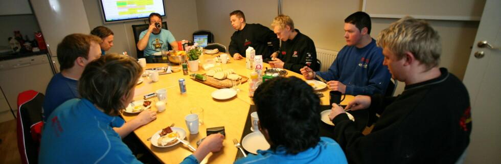 Hos Rørleggersentralen AS prioriterer de en god frokost - også i nedgangstider. Foto: Rørleggersentralen