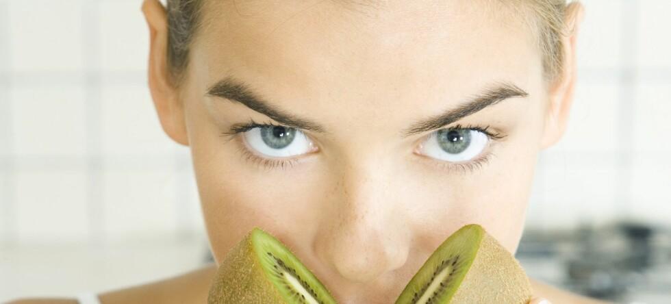 Kiwi er en kraftig antioksidant som gjør godt for huden. Foto: Colourbox