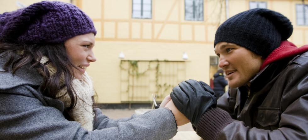 Du blir mer interessant i datens øyne når du kaster masken, og viser hvem du er.   Foto: colourbox.com