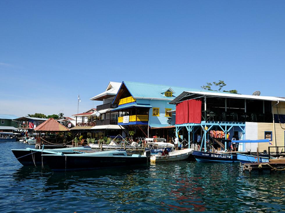 Det er ingen strand i Bocas by, her fra havnen.  Foto: Hans Kristian Krogh-Hanssen