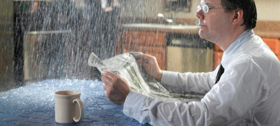 Noen naboskap gir og tar, mens andre bare gir problemer. Kanskje du skal klage til huseier før naboen røyker eller vanner deg ut? Foto: iStockphoto.com
