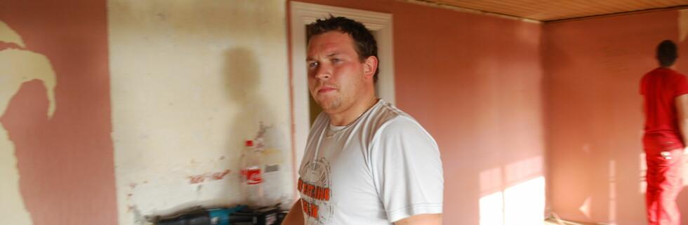 Greg Grindhaug (24) er snart ferdig med å pusse opp huset og trenger ikke lenger verktøyet han bestilte i august. Foto: Privat