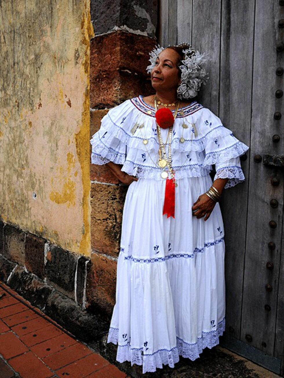 Panama City: En kvinne i tradisjonell kjole fra Panama.  Foto: Hans Kristian Krogh-Hanssen
