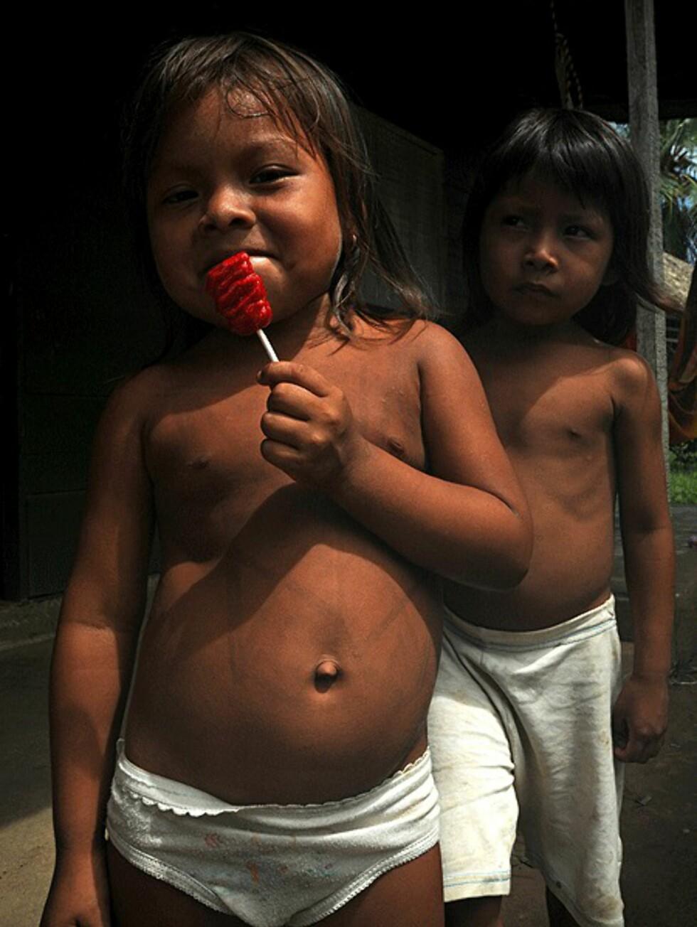 Barn i en inianerlandsby i Darién - grenseområdet mot Colombia som består av vill jungel.   Foto: Hans Kristian Krogh-Hanssen