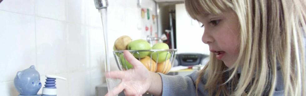Håndvask med sprit kan redusere sykdomstilfellene blant barnehagebarn med tolv prosent.  Foto: colourbox.com