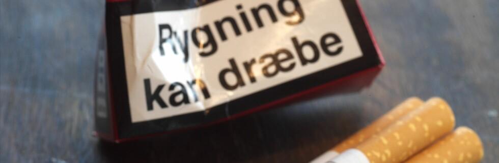 """Dansk forskning mener at advarsler som """"Røyking dreper"""" kan virke mot sin hensikt og heller stimulere til røykesug.  Foto: Colourbox"""