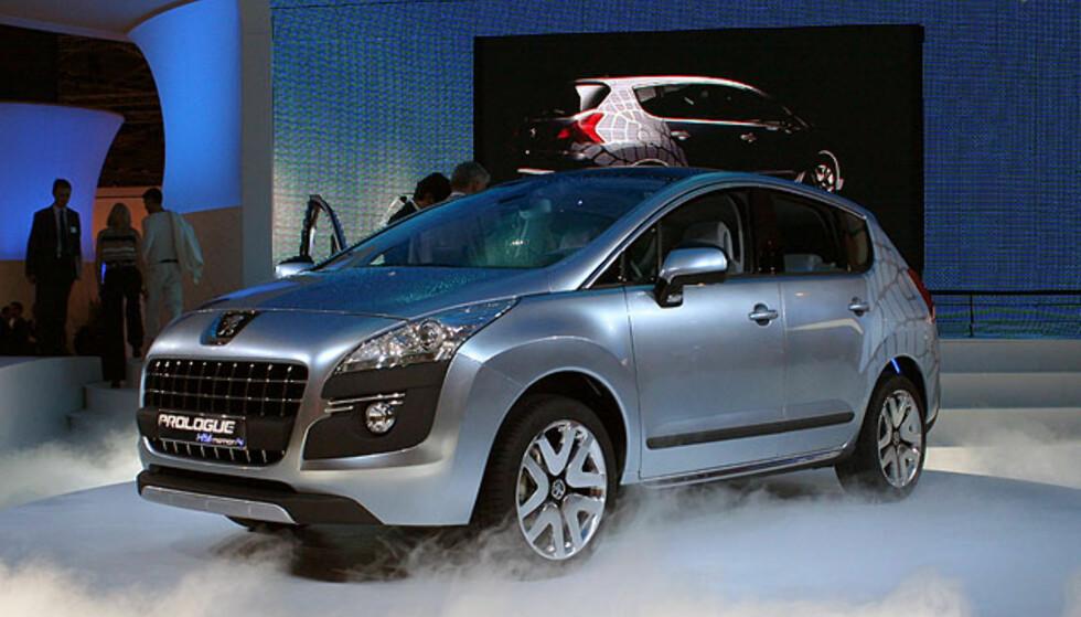 Peugeot Prologue, forløperen til den kommende kompakt-SUVen 3008, vises her i Paris. Foto: Knut Moberg