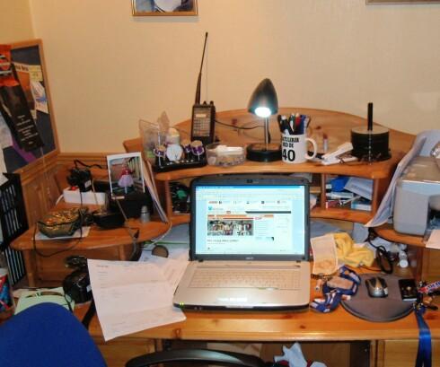 Her sitter enda en lærer og jobber. Foto: Raymond Hildonen
