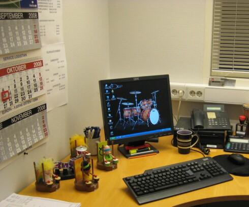 Her jobber ingen ringere enn trommemannen. Foto: Monica Rislaa