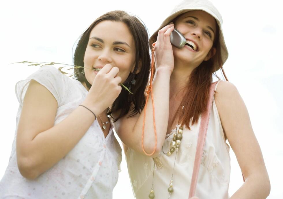Mobilen kan gi deg utslett på ørene, kinnene og fingrene ... Foto: Colourbox
