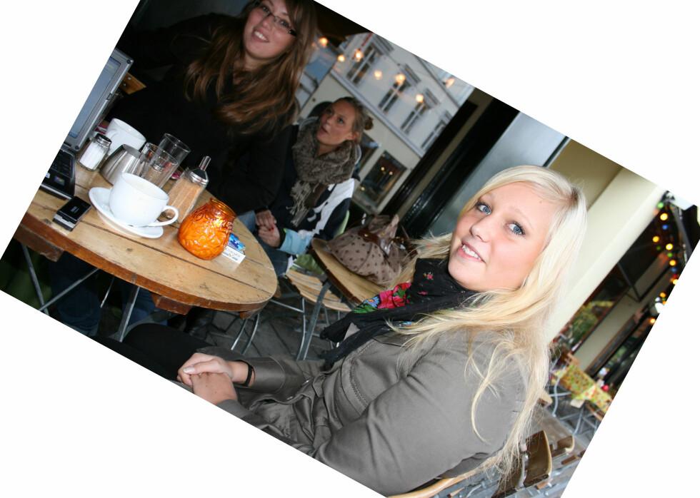Emelie Hansen (20) sløser for 99.671 kroner i året. Over halvparten av dette går til impulsshopping. Foto: Kim Jansson