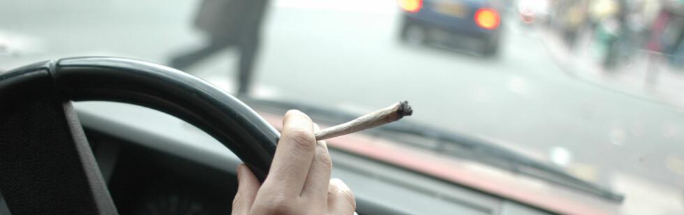 Forslaget om å forby røyking i bil har satt sinnene i kok hos britiske røykere.   Foto: colourbox.com