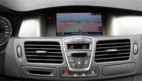 Bildet viser dagens integrerte Renault-navigasjon.
