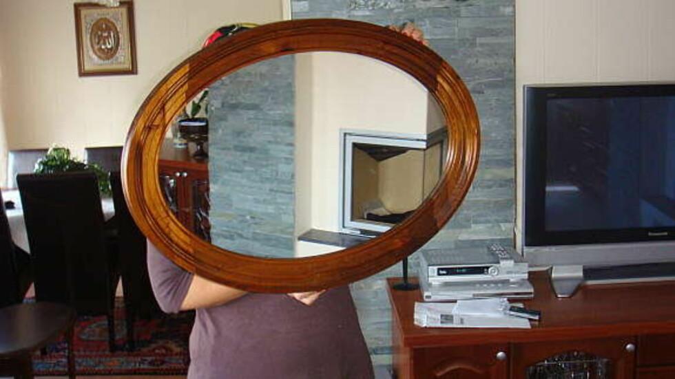 """Det skal ikke være lett å selge speil på nettet. """"Mange som sliter med speil(bildet)."""" Kommentar fra Facebook. Foto: Faksimile: Finn.no"""