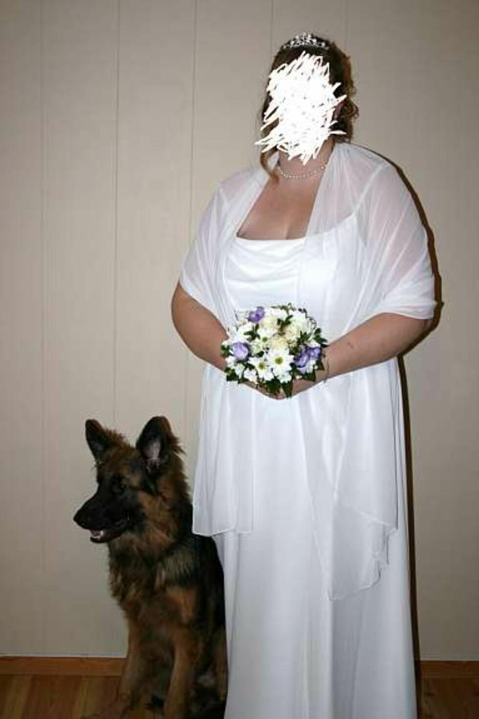 """""""Det var da et kjekt par??"""" og """"Rimelig urettferdig å ikke sladde brudgommen også!"""" er blant kommentarene under dette bildet på Facebook. Foto: Faksimile: Finn.no"""