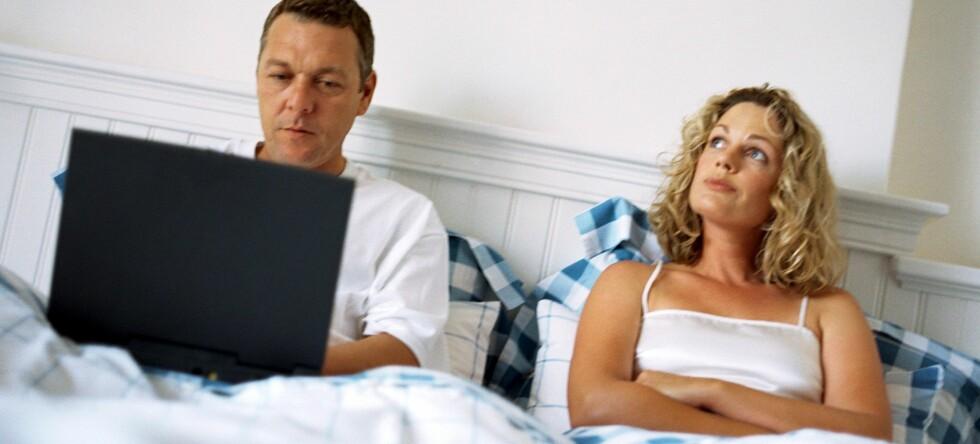 For kvinnene er det andre ting som skårer høyere på lykkeskalaen, enn datatid ... Foto: Colourbox
