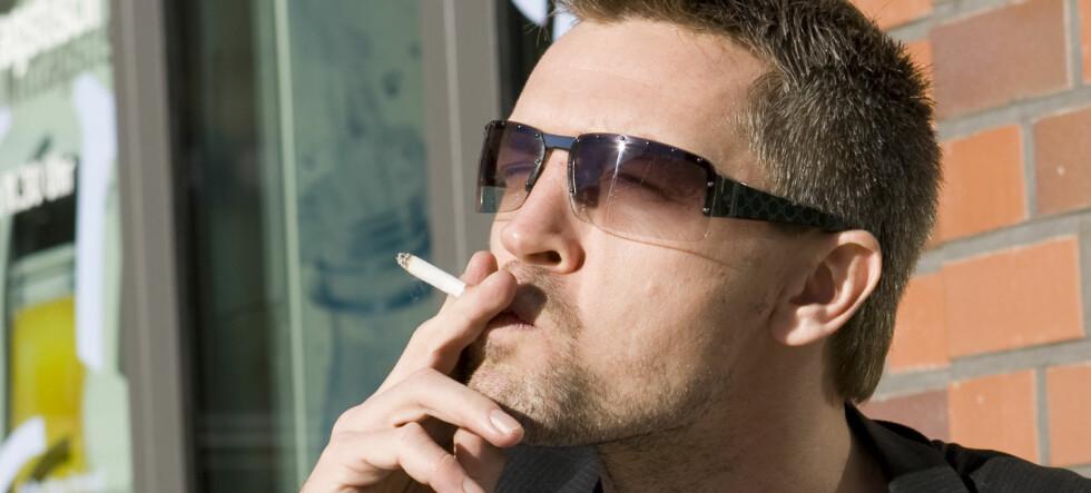 Light-sigaretter er nesten like ille som vanlige sigaretter, viser forskning. Foto: Colourbox