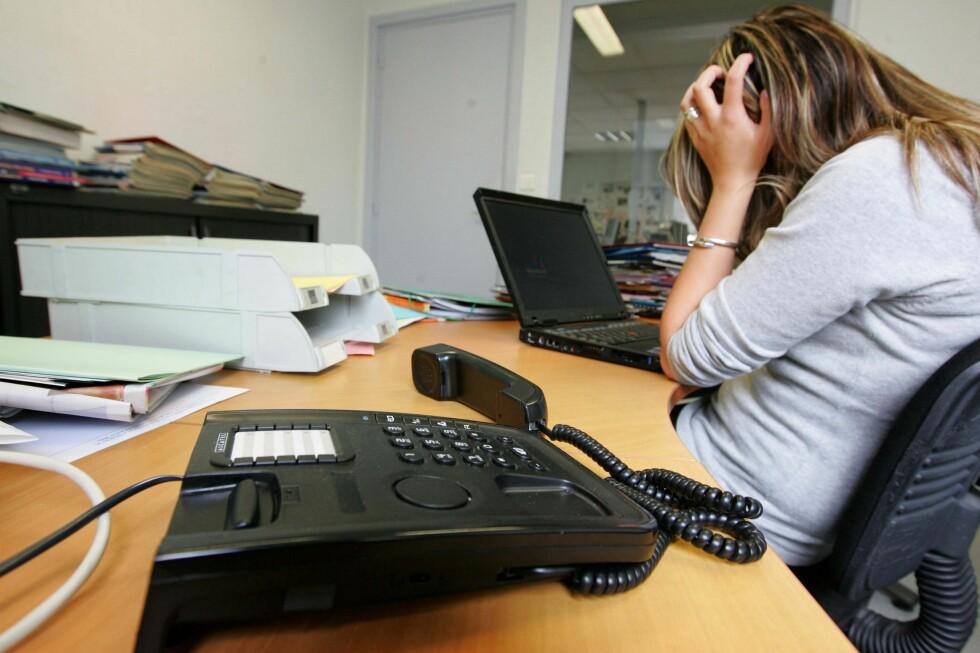 Over telefonen fikk Marianne Johansen fra Saldal beskjed fra healeren om at hun skulle drikke tre slurker vann og tenke på henne før hun la seg. Behandlingen som kostet 900 kroner hjalp ikke mot Johansens plager.   Foto: Colourbox