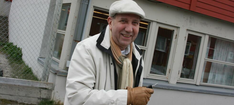 Oddvar Mikalsen fra Vardø kunne ikke ta med ferske måseegg i håndbagasjen pga. væskeforbudet. Men hvis de ble kokt, ville det gå. Foto: Håvard S. Mækelæ