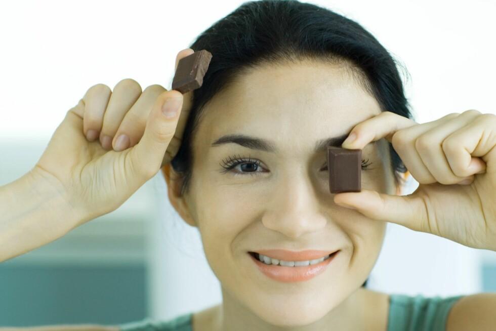 6,7 gram mørk sjokolade hver dag er hemmeligheten bak et sunt hjerte ... i alle fall noe av hemmeligheten. Foto: Colourbox