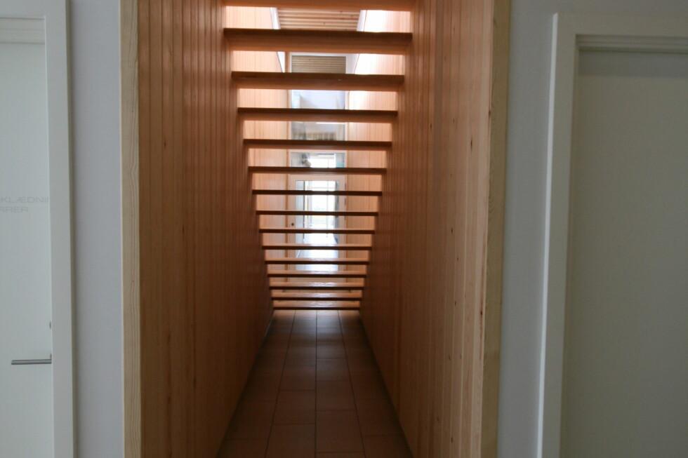 Interiøret er åpent, lyst og luftig, noe som gir en god følelse av åpenhet.  Foto: Elisabeth Dalseg