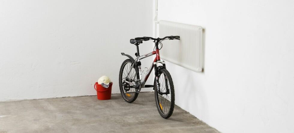 Et enkelt tiltak for å hindre at radongass fra grunnen siver inn i boligen din, er å sørge for at kjellergulvet, og skjøtene mellom gulv og vegg er tett.  Foto: Herdins / ifi.no