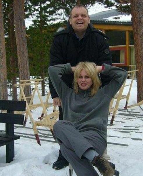 Joanna Lumley og informasjonsmedarbeider Knut Hansvold fra Visit Tromsø. Foto: Helena Braun, Take Away Media
