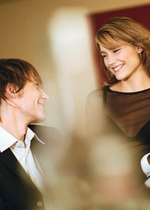 Et bryllup gir intet mindre enn den perfekte rammen for en flørt.  Foto: colourbox.com